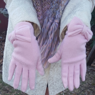 The gloves have little bows on them, which is just plain cute! :)